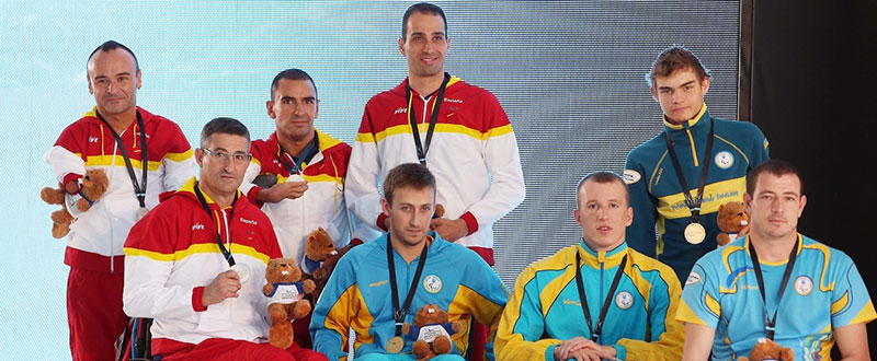 El equipo de España de relevos 4 x 50 metros estilos con la medalla de plata en el Campeonato del Mundo de natación paralímpica de Montreal, Canadá. Fuente: paralimpicos.es