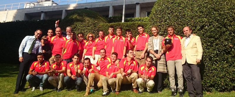 Parte de la delegación española en su visita a la embajada de EE-UU., antes de partir a Los Ángeles. Fuente: dxtadaptado.com