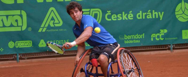 El tenista madrileño Daniel Caverzaschi durante un torneo.