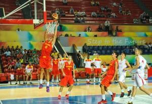 El equipo español de baloncesto durante el partido ante Serbia en FOJE. Fuente: AD