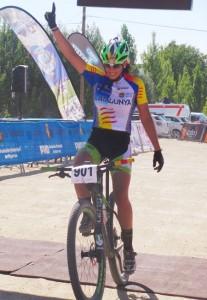 Magda Durán cruzando la línea de meta. Fuente: Rfec