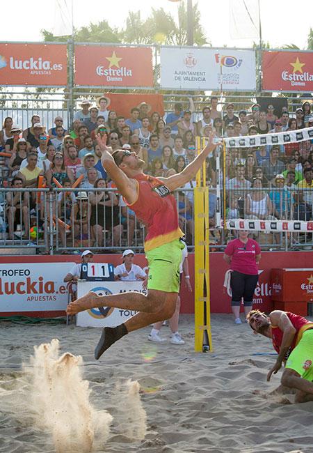 Javier Monfort durante la final del torneo disputado en Valencia. Fuente: beachvolleytour.es