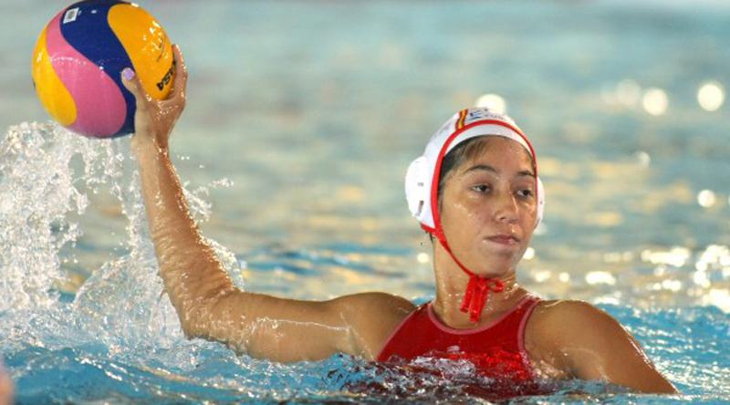 La defensora de boya de la selección española de waterpolo, Mati Ortiz. Fuente: natacion.cat