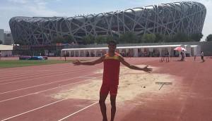 El atleta junto al nido. Fuente: @atletismoplayas.