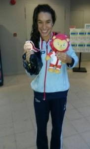 Zamorano posa con su medalla. Fuente: Rfen.