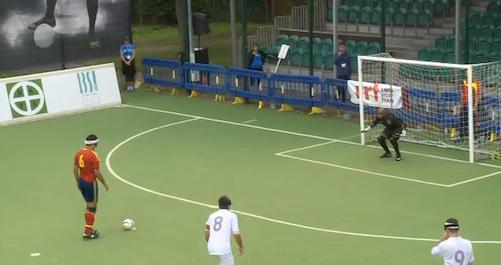 Penalti que chutó fuera Acosta en la 1ª mitad. Imágenes: AD