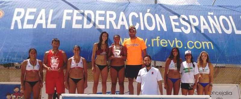 Martín-Bisbe han subido al primer escalón del podio. Fuente: Rfevb.