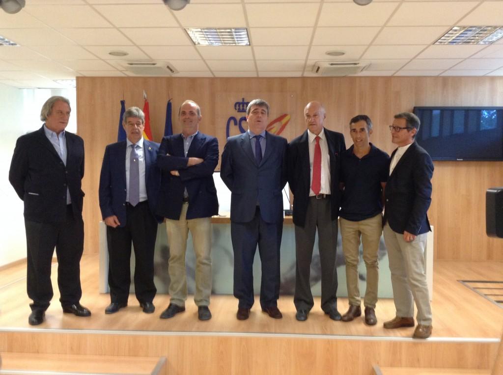 José Hormaeche, presidente del Jockey Club Español, junto a Miguel Cardenal. Imágenes: AD