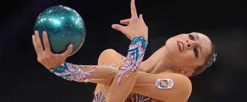 La gimnasta leonesa, Carolina Rodríguez, durante un ejercicio de pelota. Fuente: FIG