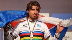 Peter Sagan se ha enfundado el maillot arco iris. Fuente: EFE.
