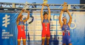 Los españoles Gómez Noya y Mario Mola, en lo más alto de la general del Campeonato del Mundo. Fuente: ITU Media.