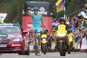 Mikel Landa (AST) se impone en la gran jornada de la Vuelta. Fuente: Javier Belver/Unipublic