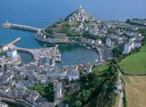 Localidad asturiana de Luarca, inicio de la 16ª etapa de la Vuelta. Imágenes: AD