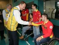 El comisario de educación y deportes de la UE visita a deportistas paralímpicos