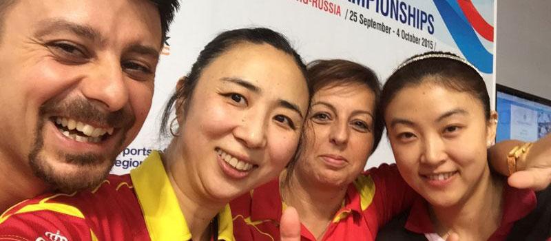 Yanfei Shen (2ª por la izquierda) y Melek Hu (derecha). Fuente: Rfetm