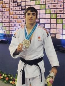 Alberto Gaitero posa con su medalla de plata. Fuente: Alberto Gaitero.