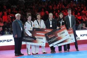 Eva Calvo en el podio. Fuente: Fetaekwondo
