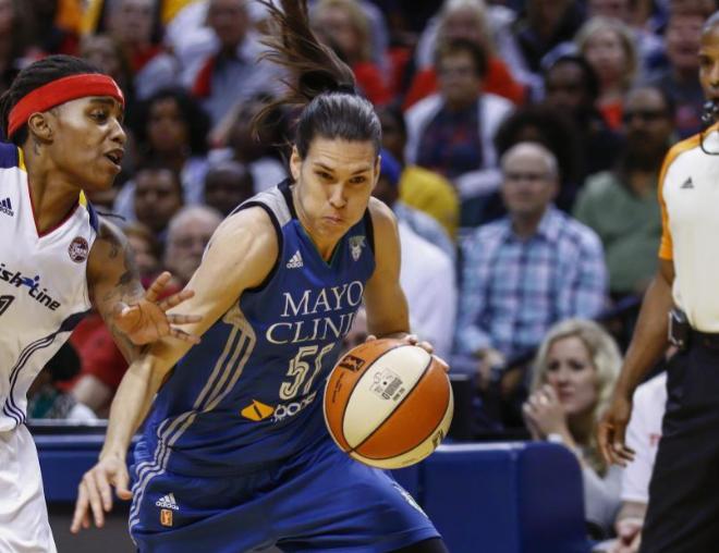 Anna Cruz durante las finales de la WNBA. Fuente: AFP.