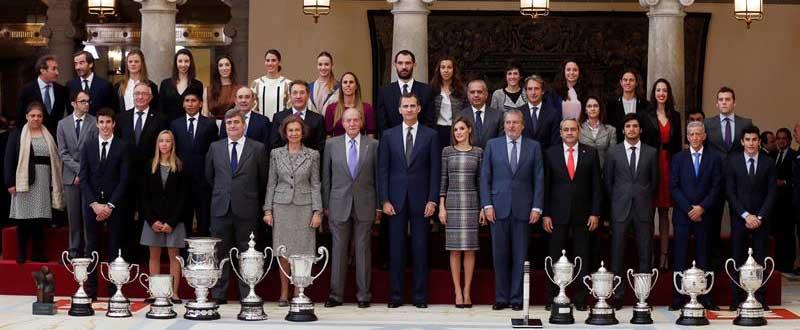 Foto familia premiados. Fuente: EFE
