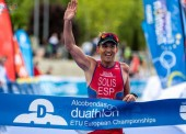 Rafa Solís se corona campeón en el Mundial de Triatlón de Invierno