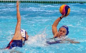Tania Di Mario (R) of Italy. Fuente: EFE