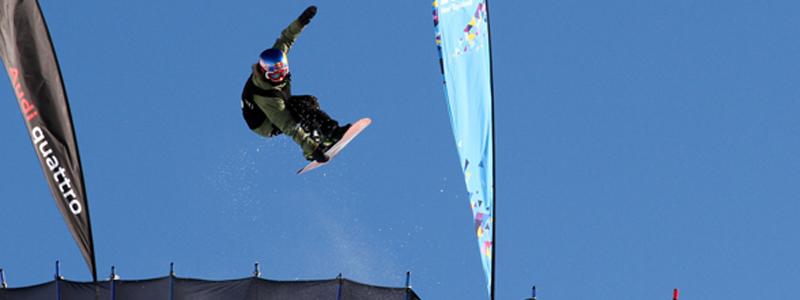 Queralt Castellet en una prueba de Copa del Mundo de snowboard halfpipe. Fuente: RFEDI
