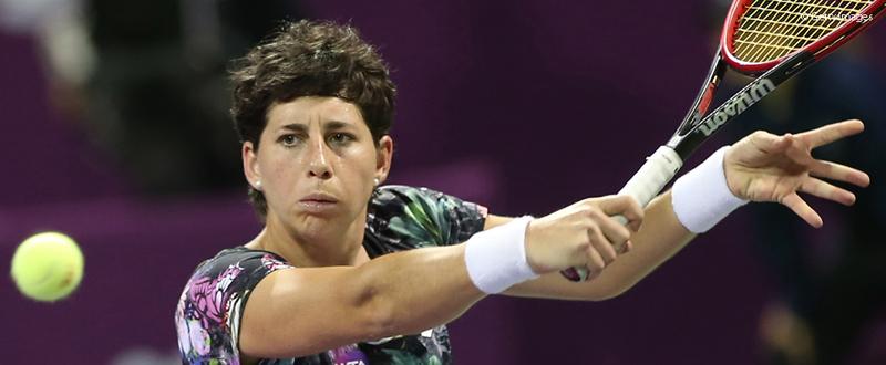 La tenista española Carla Suárez durante un partido en Doha. Fuente: WTA