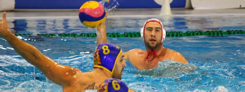 El jugador de la selección española de waterpolo, Guillermo Molina, durante un partido. Fuente: RFEN
