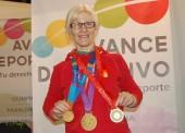 La tricampeona paralímpica Carmen Herrera cuelga el kimono