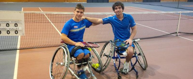 Los tenistas Martín de la Puente y Daniel Caverzaschi, en la competición de dobles en Francia. Fuente: RFET