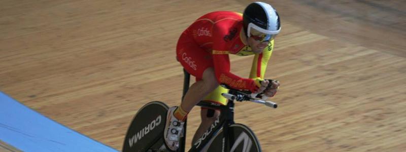 El ciclista aragonés, Eduardo Santas, durante una prueba en el velódromo. Fuente: AD