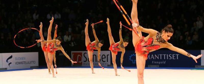 El equipo español de gimnasia rítmica durante una competición. Fuente: RFEG