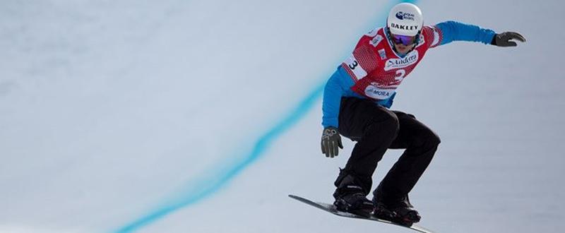 El rider donostiarra, Lucas Eguíbar, durante una competición de snowboardcross. Fuente: CSD