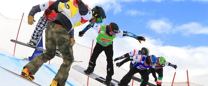 El rider español, Lucas Eguíbar, con el peto amarillo en la final en Suiza. Funete: FIS