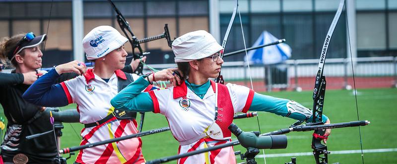 Las arqueras Mirene Etxebarría y Alicia Marín durante la Copa del Mundo en Shanghai. Fuente: World Archery
