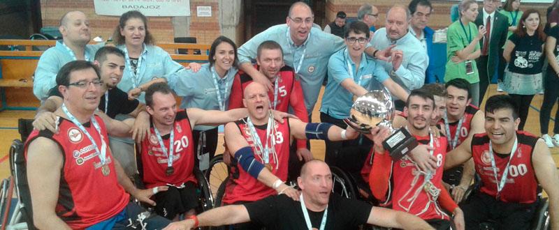 Los jugadores del AMIAB Albacete celebran el título de la Challenge Cup. Fuente: FEDDF