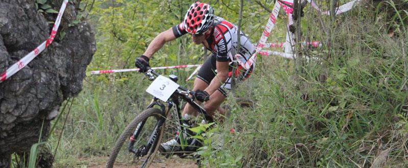 El biker riojano, Carlos Coloma, durante una competición. Fuente: Carlos Coloma