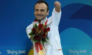 Ricardo Ten con el oro en Pekín 2008. Fuente: CPE