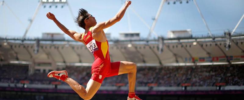El atleta español, Xavi Porras, durante una prueba de triple salto. Fuente: XP