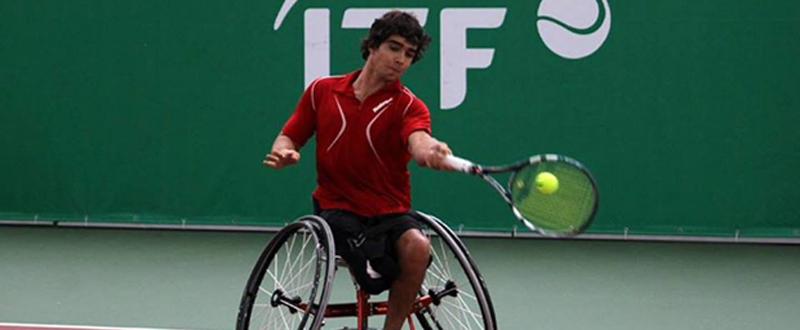 El tenista madrileño Daniel Caverzaschi durante un partido. Fuente: ITF