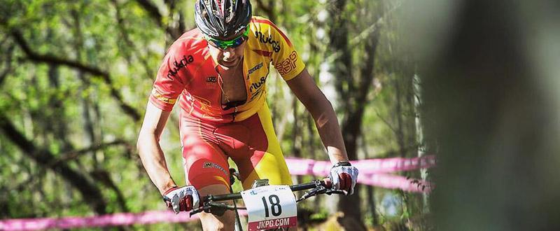 El granadino David Valero durante una prueba de mountain bike. Fuente: Andreas Dobslaff