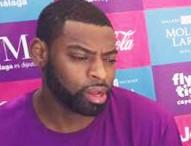 Evans, estrella NBA, se divierte entre niños