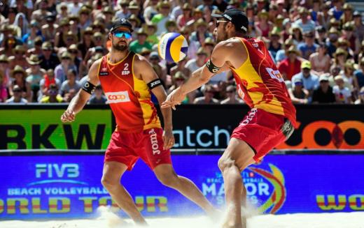 Pablo Herrera y Adrián Gavira en el transcurso del partido. Fuente: Real Federación Española de Voleibol.