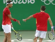 Rafael Nadal y Marc López acarician las medallas