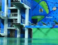 Cambian el agua de la piscina de salto para la sincro