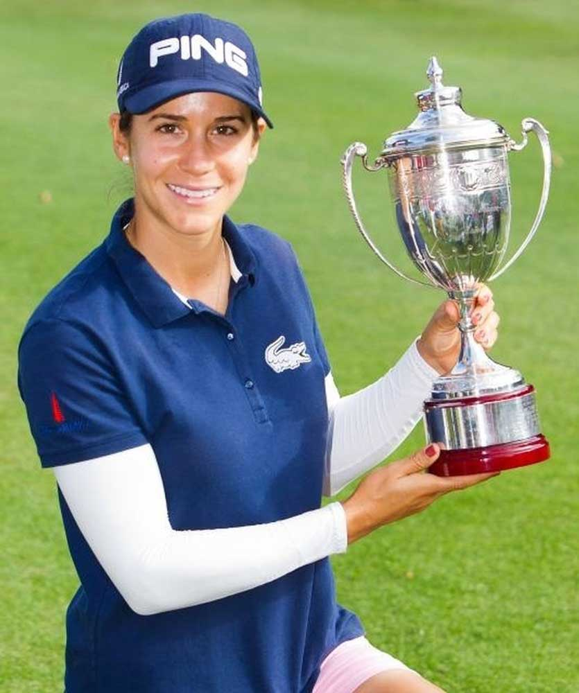 Azahara posa con su trofeo en el Ladies Open. Foto: Ladies Open
