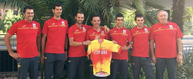 El equipo español al completo que disputará mañana la prueba de ciclismo en ruta. Fuente: @alejanvalverde