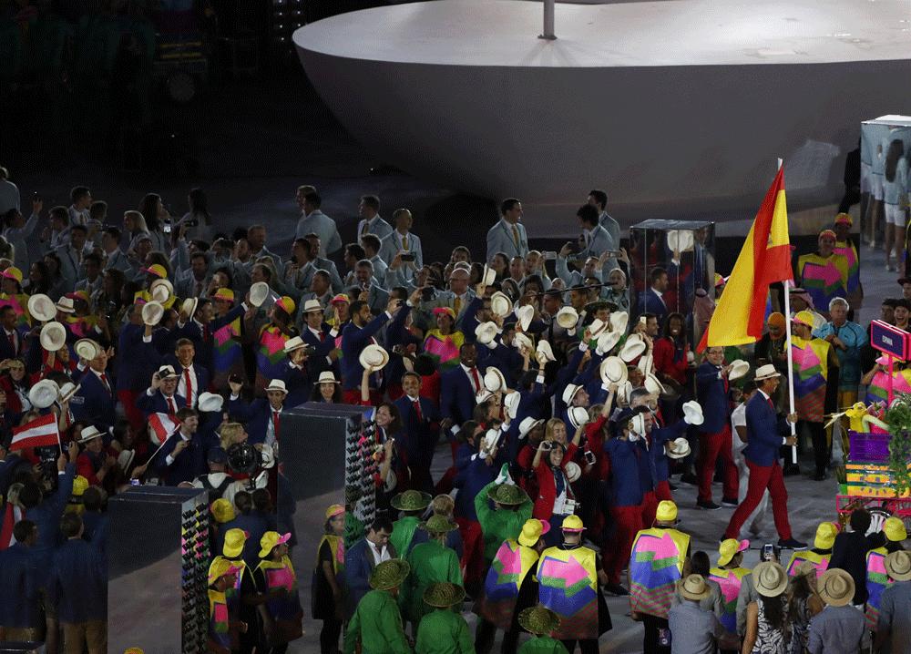 Rafa Nadal con la bandera. Fuente: EFE