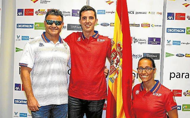 Ruiz, con David Casinos y Teresa Perales. Fuente: CPE