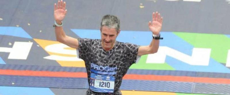 Martín Fiz cruzando la meta en la capital alemana. Fuente: COE